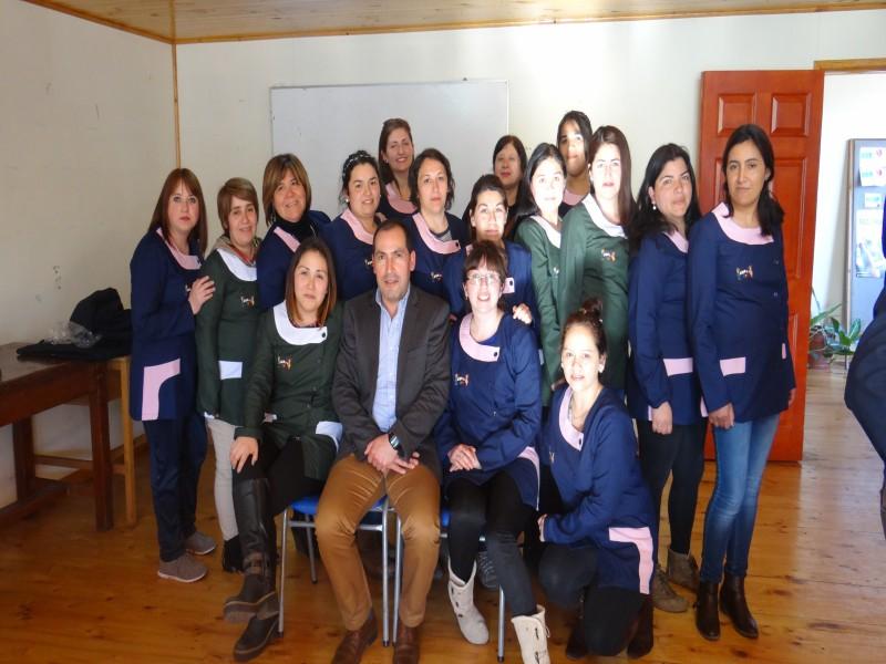 Funcionarias de jardines y salas cuna de la comuna recibieron uniformes