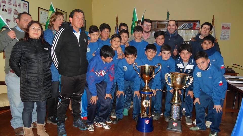 Serie Sub 12 de la Escuela de Fútbol Danich Pérez visitó concejo municipal de Hualañé